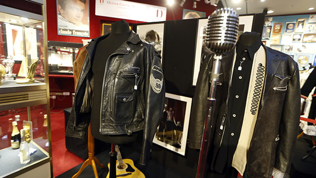 un blouson de johnny hallyday vendu aux ench res johnny hallyday. Black Bedroom Furniture Sets. Home Design Ideas