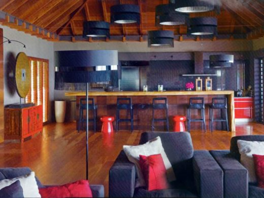 la-maison-de-johnny-et-laeticia-hallyday-a-saint-barthelemy interieur