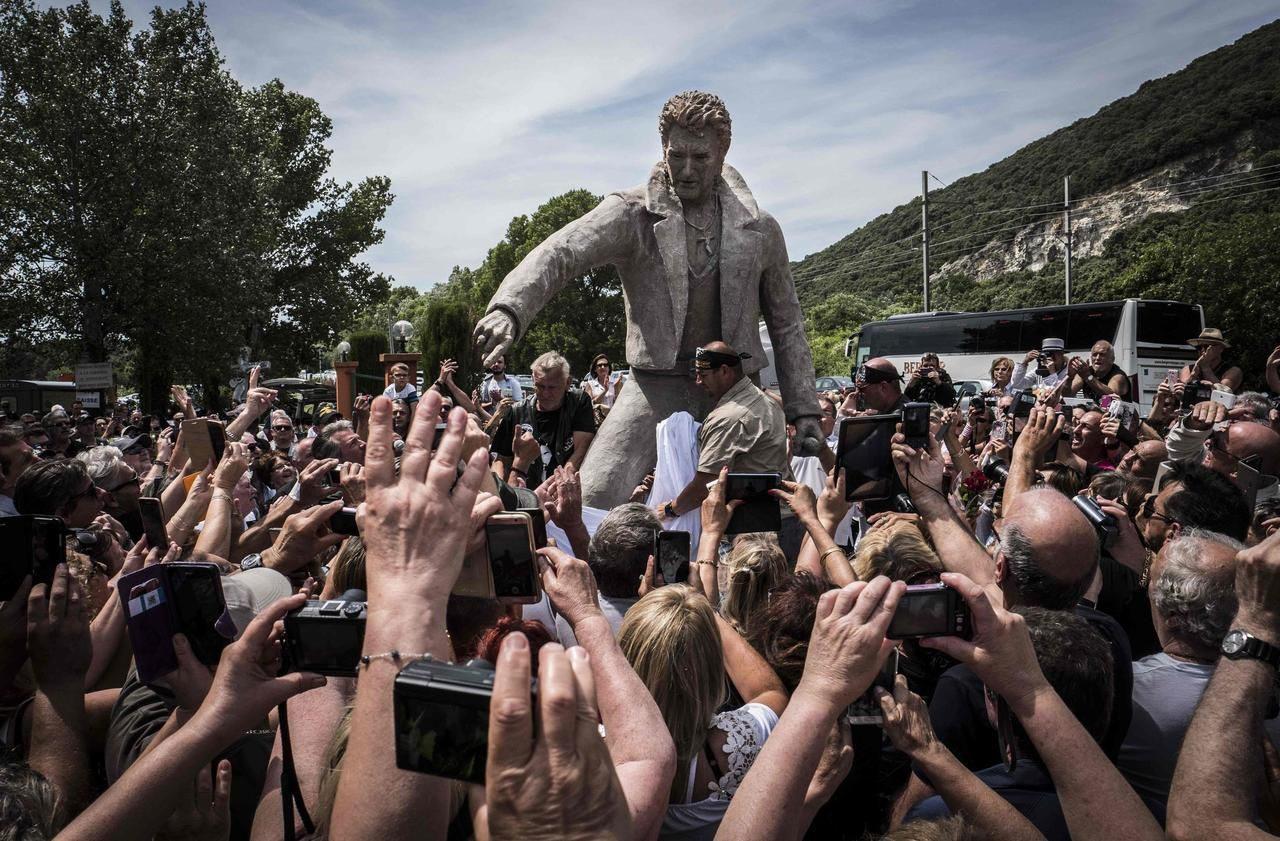 Statue Johnny Hallyday Ardeche 02