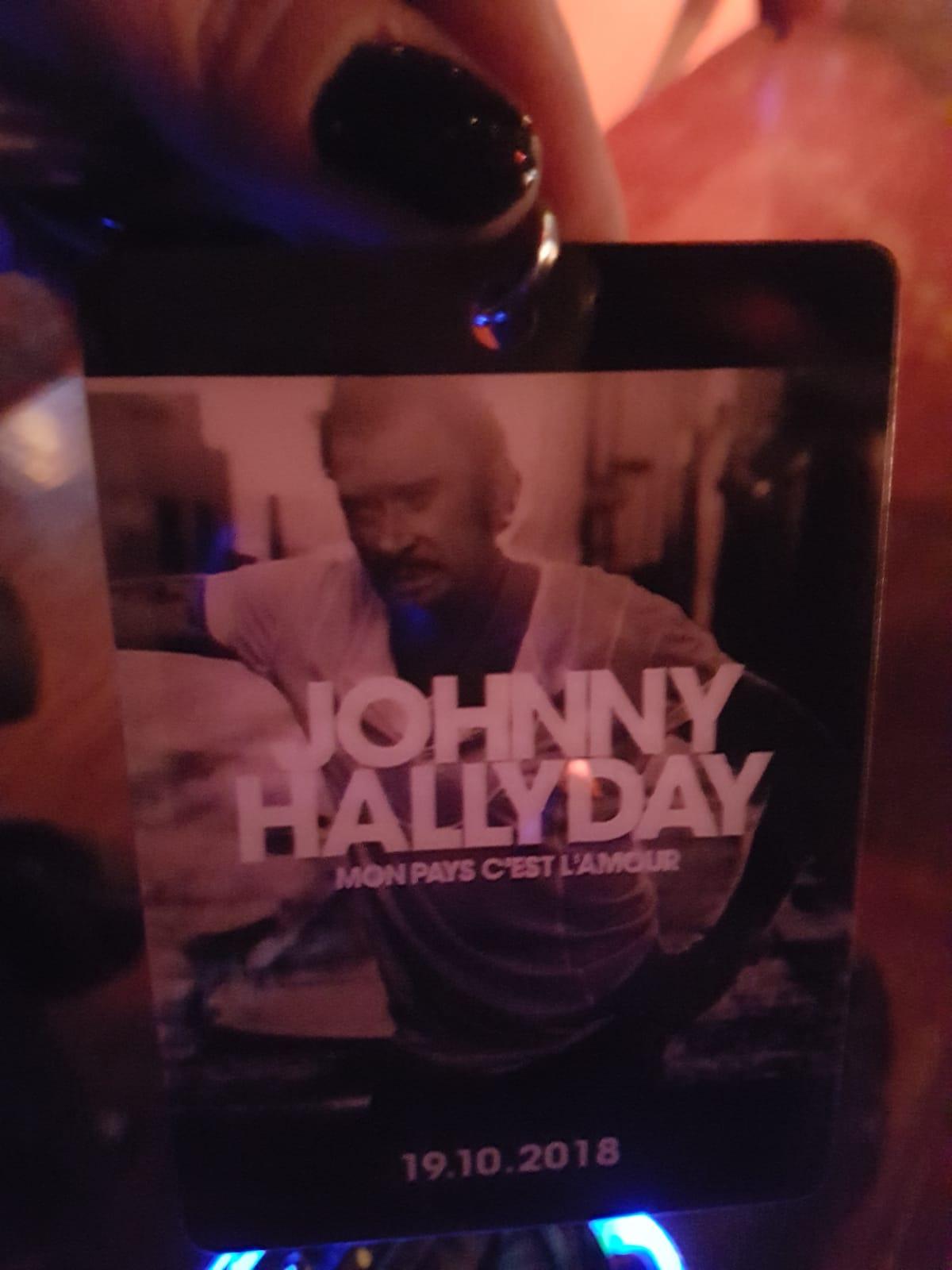 badge Johnny Hallyday ecoute avant premiere mon pays c est l amour Florence marchand
